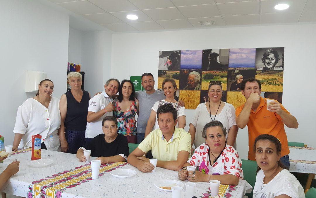 Actuación colaborativa del Coro del Centro Ocupacional 'El Cristo Roto' en el desayuno fin de curso de Afaolont