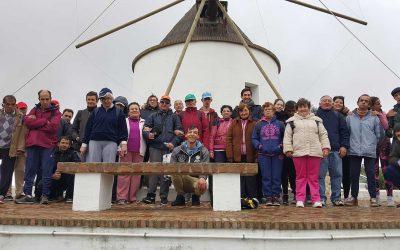 De ruta de senderismo en El Almendro con el Centro Ocupacional 'El Cristo Roto'